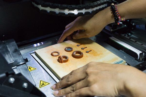 Perhiasan Dalam Manufacturing Consumer Goods