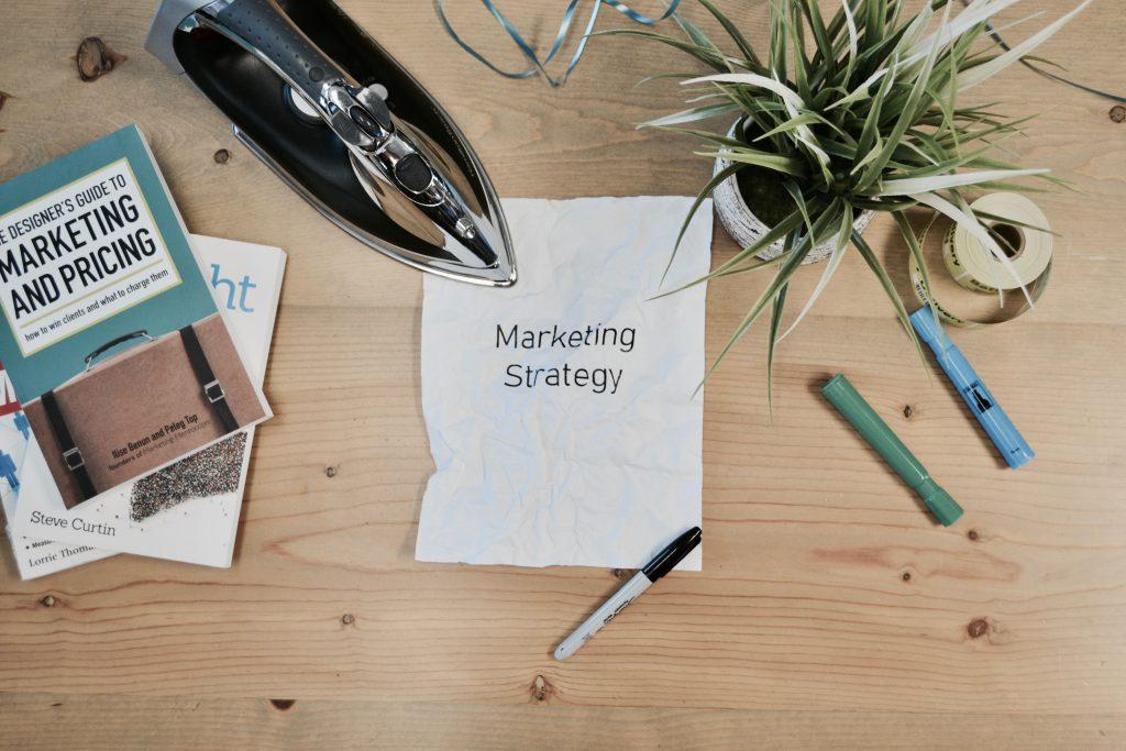 MEnentuakn strategi marketing yang baik
