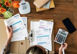 Faktur berfungsi sebagai bukti pungutan pajak, rincian transaksi, dan sarana pengkreditan pajak. Berikut ini beberapa fungsi dari faktur.