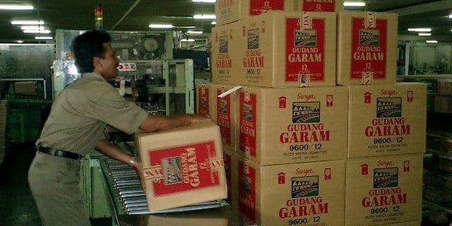 Perusahaan Distributor Terbesar Empat Gudang Garam Kotak Kardus Surya