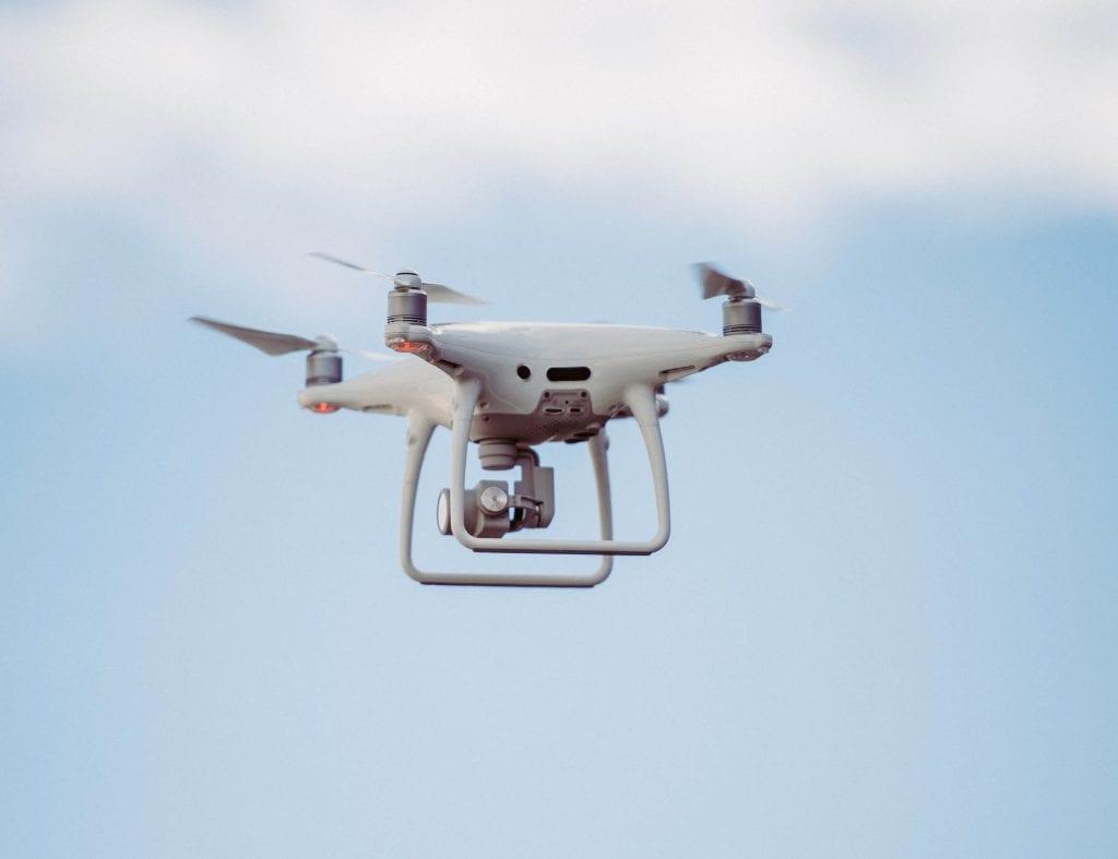 Drone merupakan contoh yang dijadikan untuk proses distribusi pengantaran makanan