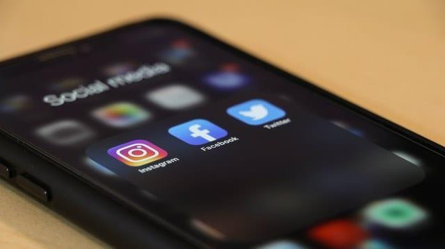 strategi push pull media sosial