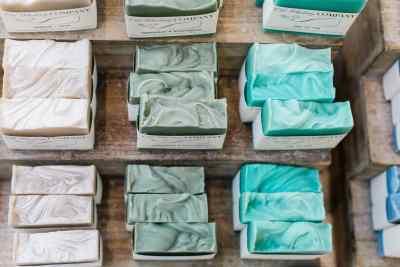 sabun merupakan contoh dari Strategi Distribusi Intensif