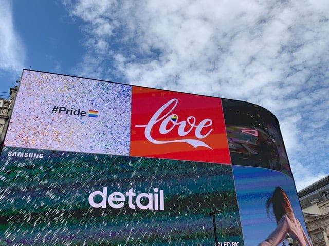 billboard papan iklan strategi push pull