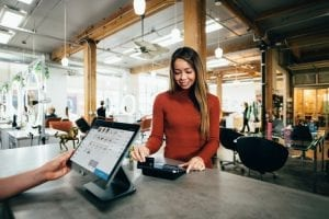 Fitur-Fitur Utama dalam Aplikasi Sales