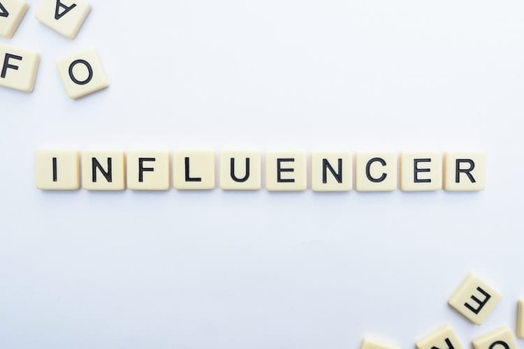 Strategi Promosi berkolaborasi dengan influencer