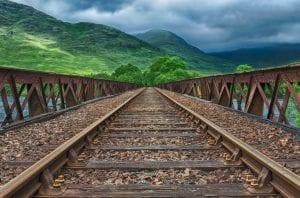 jalur kereta api untuk menggambarkan jalur distribusi