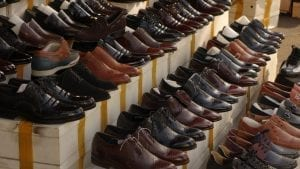 contoh penjualan sepatu untuk menjelaskan istilah covert selling