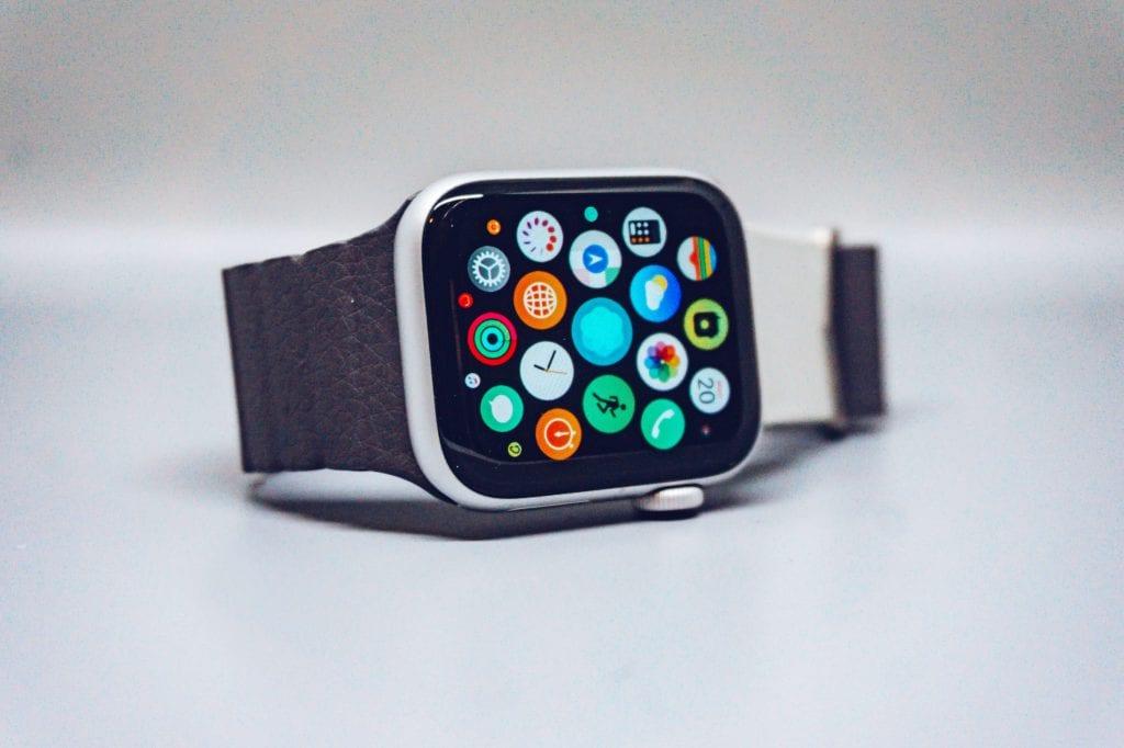 contoh brand activation Apple